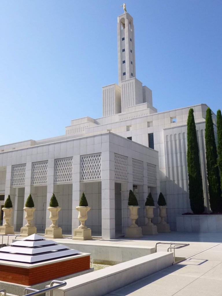Madrid_-_Moratalaz,_Templo_Mormón_06