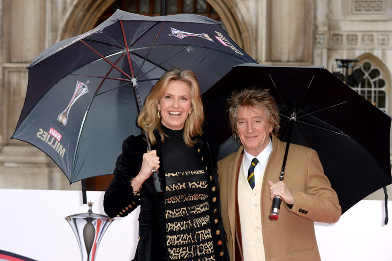 Rod Stewart and Penny Lancaster attending The Sun Military Awards at the Guildhall, London. Rod Stewart y su mujer asistiendo a los premios The Sun Military en Londres 11/cordon press