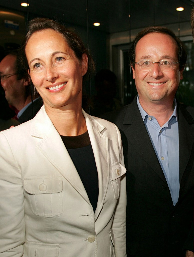 Leader of the French Socialist Party Francois Hollande and his wife Segolene Royale, the President of Poitou Charentes region, take a lift in a restaurant during the party's summer university meeting in La Rochelle, southwestern France early August 27, 2005. France's deeply divided opposition Socialists, who hope to oust conservative President Jacques Chirac in an election in 2007, are facing serious rifts as they meet for an annual summer conference. REUTERS/Regis Duvignau