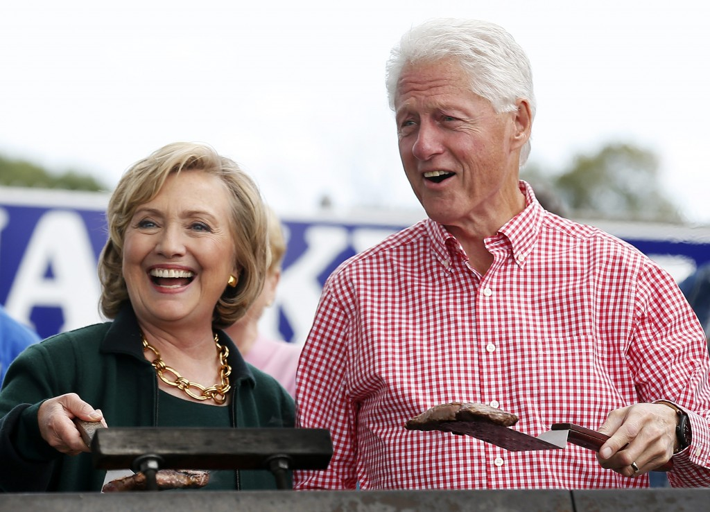 RNPS: YEAREND REVIEW 2014: POLITICS Former U.S. Secretary of State Hillary Clinton and her husband former U.S. President Bill Clinton hold up some steaks at the 37th Harkin Steak Fry in Indianola, Iowa, in this September 14, 2014 file photo. REUTERS/Jim Young/Files (UNITED STATES - Tags: POLITICS FOOD TPX IMAGES OF THE DAY)CODE: X90065