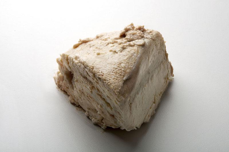 Queso Peña Blanca de Los Corrales, Castellón, elaborado con leche cruda de oveja guirra, de un sabor y olor intenso. Cuenta con la máxima protección de Slow Food International.