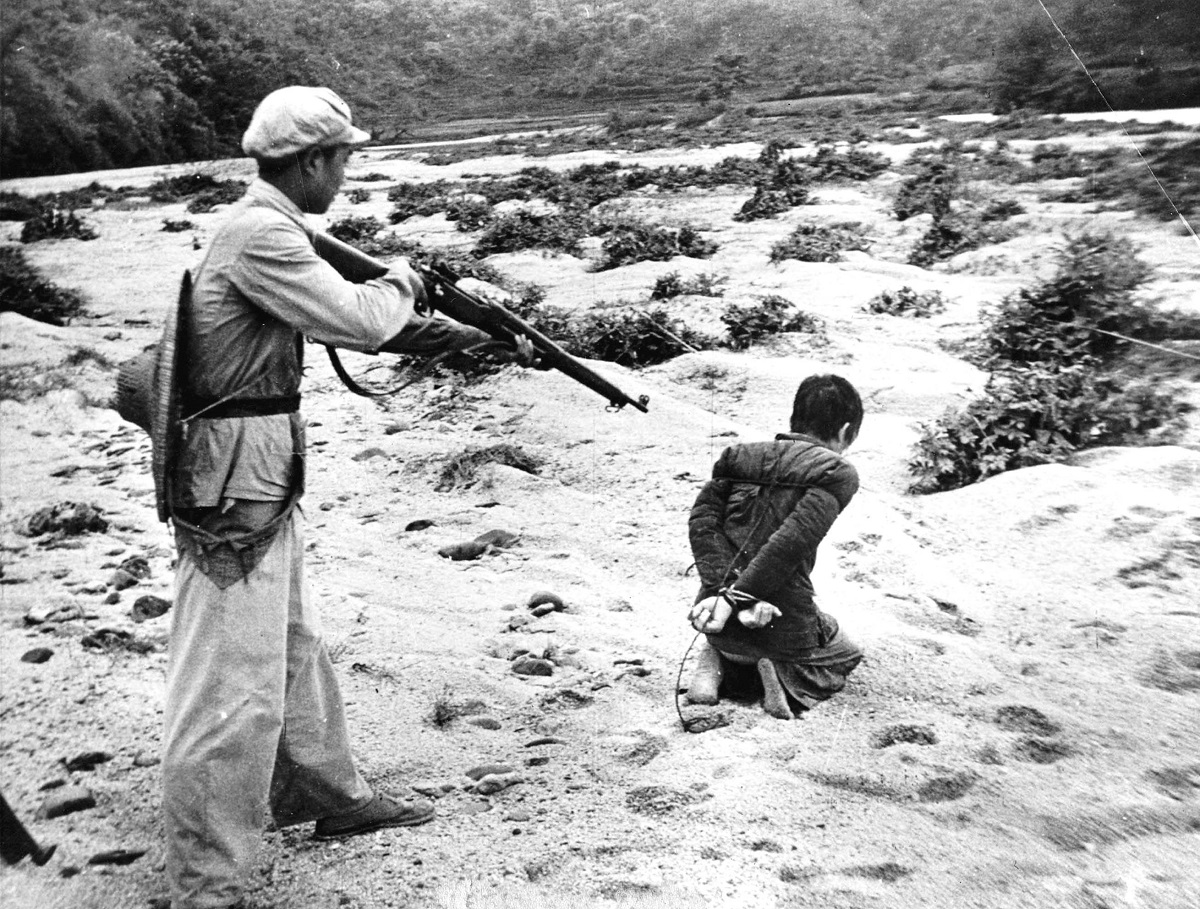 Execution d'un opposant pendant la revolution culturelle chinoise entre 1965 et 1968 --- Execution of an opponent during chinese cultural revolution between 1965-1968 *** Local Caption *** Execution of an opponent during chinese cultural revolution between 1965-1968