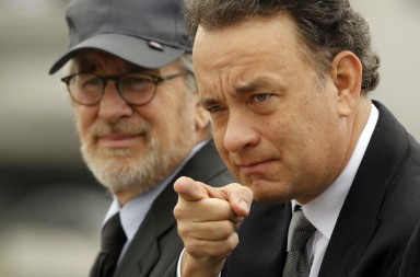 DOCU_GRUPO Spielberg and Hanks at the World War II Memorial in Washington