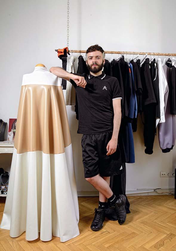 Antonio Sicilia, diseÑador de moda, posa para una entrevista