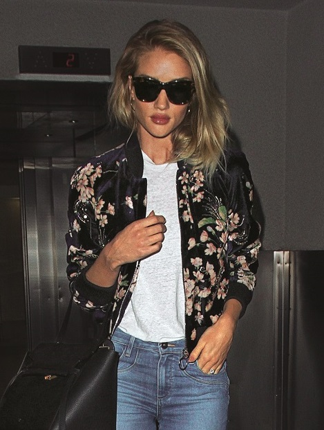 153376, Rosie Huntington-Whiteley arrives back in Los Angeles after a trip to New York City. Photograph: © PacificCoastNews. Los Angeles Office: +1 310.822.0419 UK Office: +44 (0) 20 7421 6000 sales@pacificcoastnews.com FEE MUST BE AGREED PRIOR TO USAGE