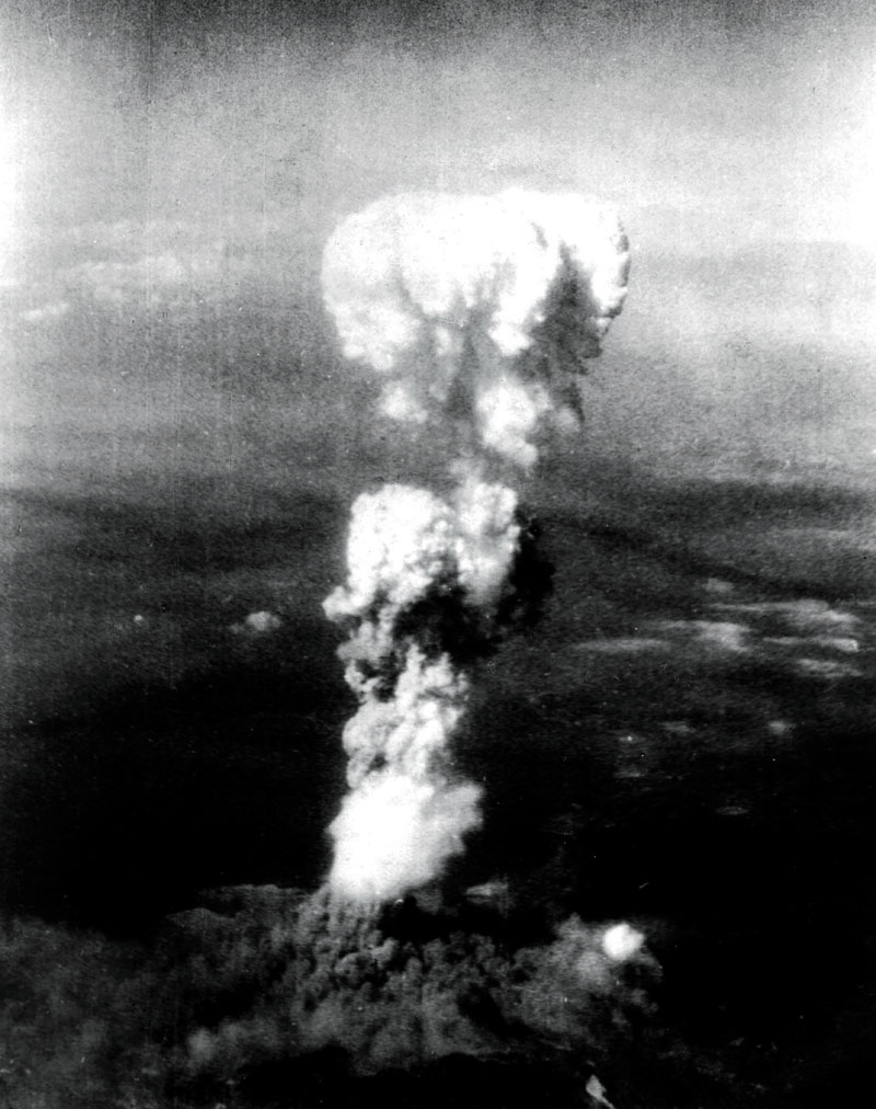 La bombe atomique a Hiroshima au Japon le 6 aout 1945 --- Atomic bomb on Hiroshima in Japan on august 6, 1945 *** Local Caption *** Atomic bomb on Hiroshima in Japan on august 6, 1945