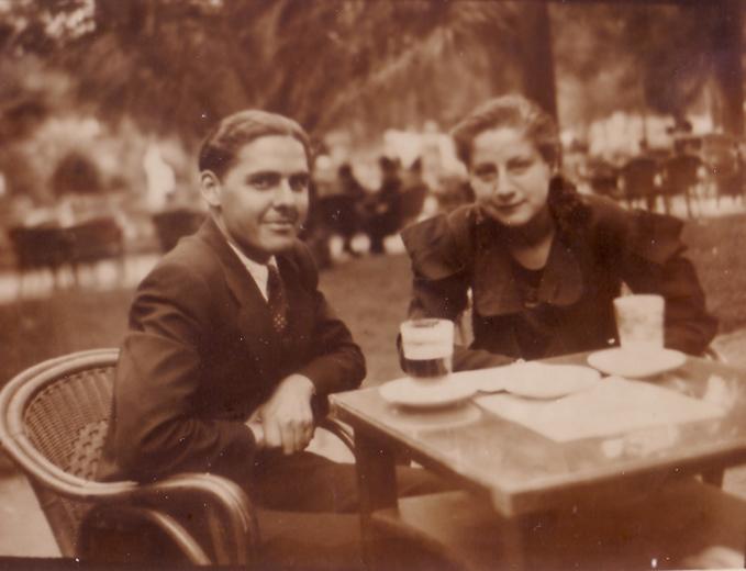 Gloria Fuertes y su novio Manolo