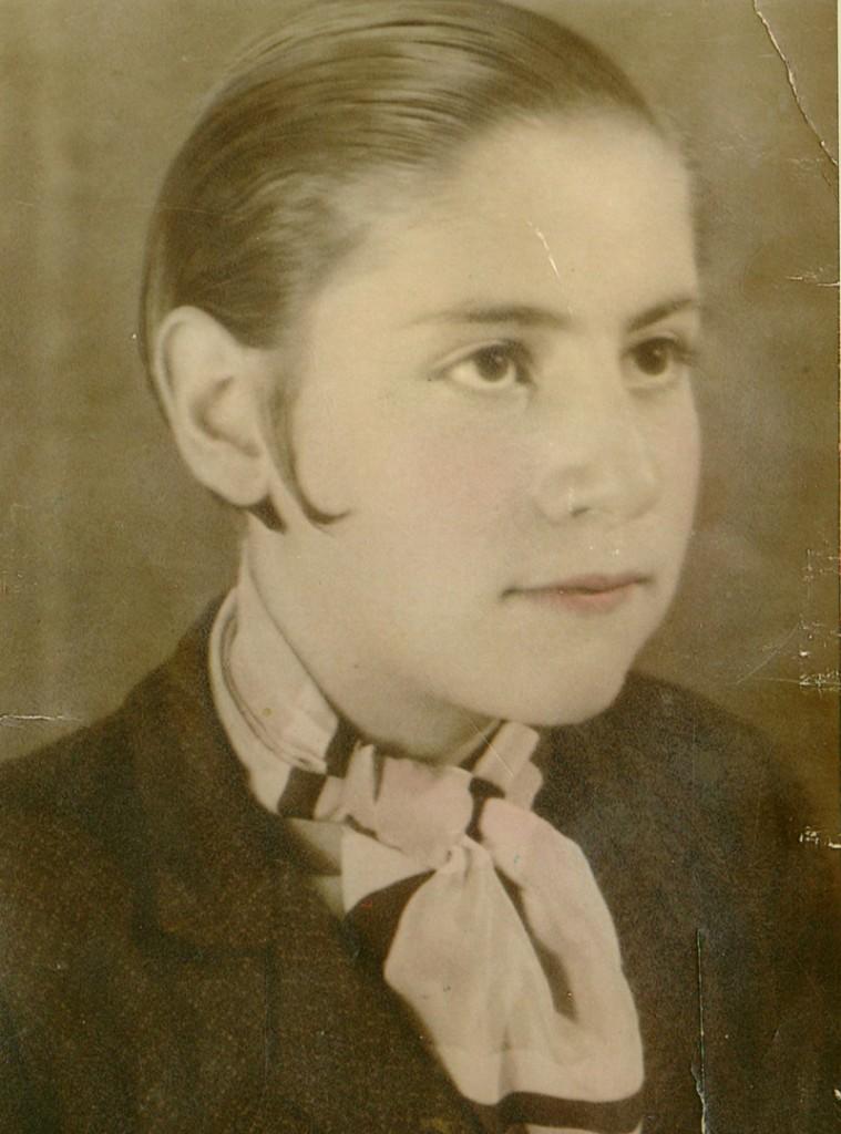 Gloria Fuertes con 13 años