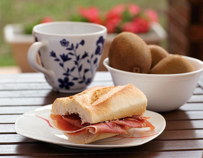 Joyma el silencio por favor desayuno cena lunes for Pesadilla en la cocina el rey