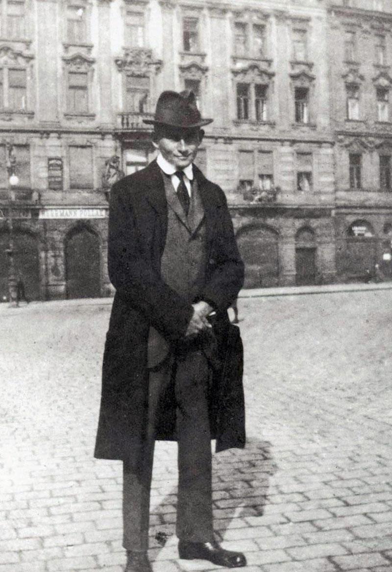 El delgado escritor en una imagen de juventud