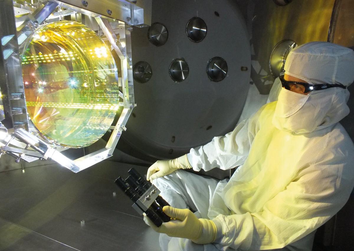 Resultado de imagen de Aparato que detecta las ondas gravitacionales