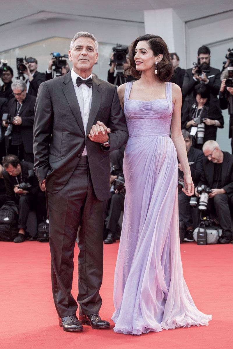 Tras un efímero matrimonio, fue por años el soltero más codiciado de Hollywood. Su larga lista de parejas concluye con Amal Alamuddin, su esposa y abogada de Julian Assange. Son padres de gemelos.