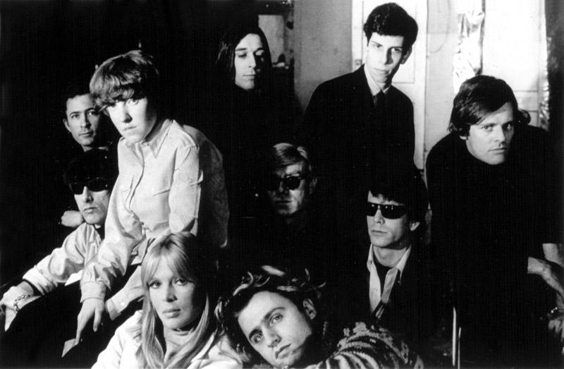 Andy Warhol con la banda The velve underground, 1966