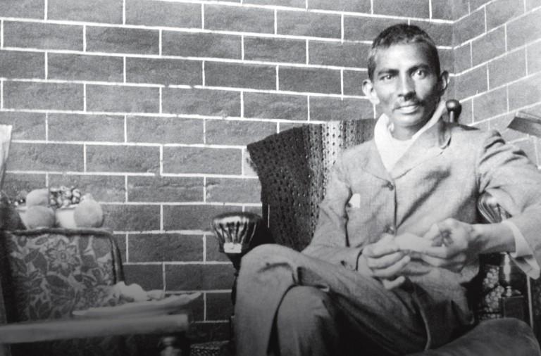 El Lado Oscuro De Gandhi Niñas Racismo