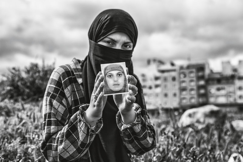 mujeres pasan mercancia frontera de marruecos