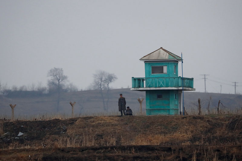 A North Korean soldier stands on guard at the Yalu River in Sinuiju, North Korea, which borders Dandong of China's Liaoning province, April 14, 2017. REUTERS/Aly Song - RC156B1FAB60