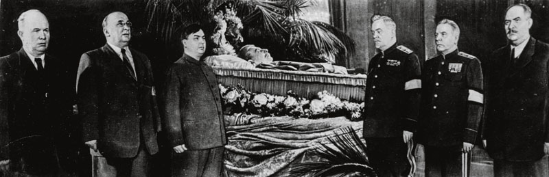 5th March 1953: Soviet Communist leader Joseph Stalin (1879 - 1953) laying in state surrounded by officials after dying suddenly. (Photo by Keystone/Getty Images)