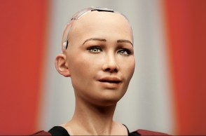 "(171227) -- NEW YORK, Dec. 27, 2017 (Xinhua) -- Sophia, a life-like humanoid robot made in the United States, is pictured at the UN headquarters in New York, Oct. 11, 2017. Sophia attended a meeting on ""The Future of Everything - Sustainable Development in the Age of Rapid Technological Change"" here. Life-like humanoid robot, AlphaGo, driverless car etc., more and more artificial intelligence (AI) technology are shaping the world and our future life. From Las Vegas' shooting spree to Manhattan's truck attack, from Texas' Hurricane Harvey to California's wildfires, from the advancing bull stock market to once-in-a-century total solar eclipse across U.S., seventeen photos covered the impressive moments of Americans through out the year. They were typical faces of the Americans, epitomizing the year of 2017 and reflecting the duplicity of their lives. (Xinhua/Li Muzi) Xinhua News Agency / eyevine  Contact eyevine for more information about using this image: T: +44 (0) 20 8709 8709 E: info@eyevine.com http://www.eyevine.com"