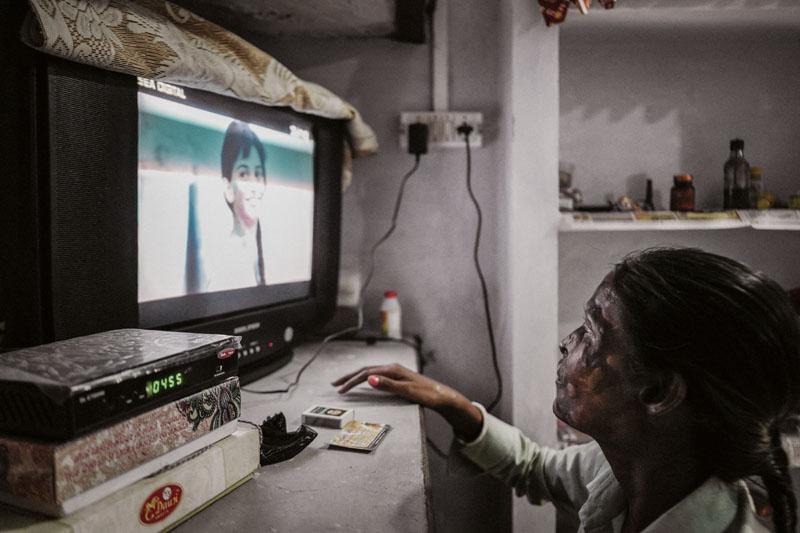 familia india, el padre les tiro acido