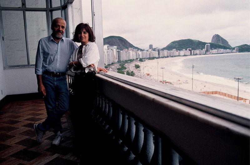 Paulo Coelho y su mujer