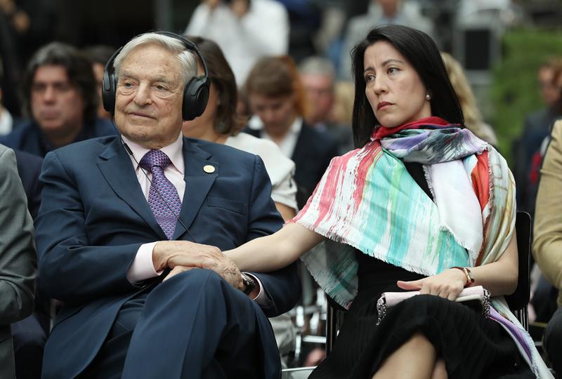 George Soros y su esposa Tamiko Bolton