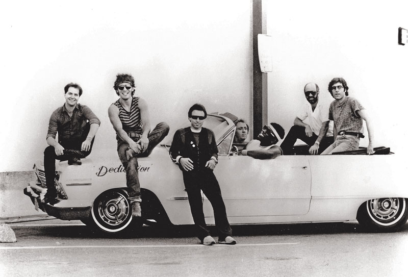 D9YEB5 BRUCE SPRINGSTEEN AND THE E-STREET BAND Promotional photo of US rock group about 1984. See Description below for names.