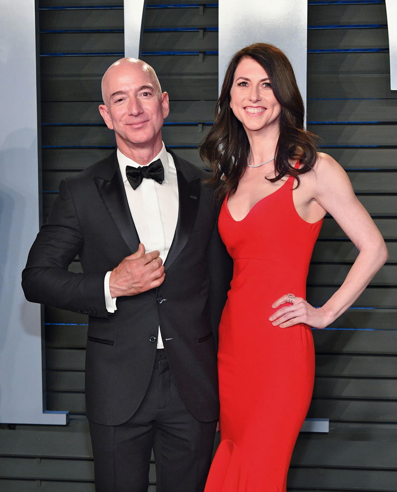 BEVERLY HILLS, CA - MARCH 04: Jeff Bezos (L) and MacKenzie Bezos attend the 2018 Vanity Fair Oscar Party hosted by Radhika Jones at Wallis Annenberg Center for the Performing Arts on March 4, 2018 in Beverly Hills, California. (Photo by Dia Dipasupil/Getty Images)