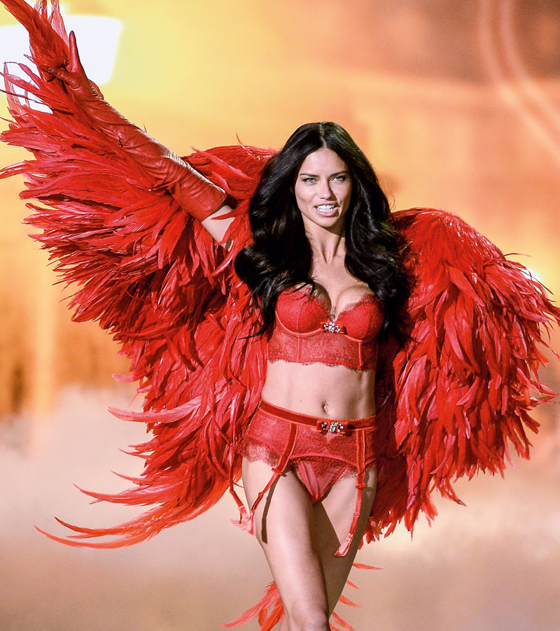 2ce58d36a adriana lima angeles de victoria secret crisis acciones (2)
