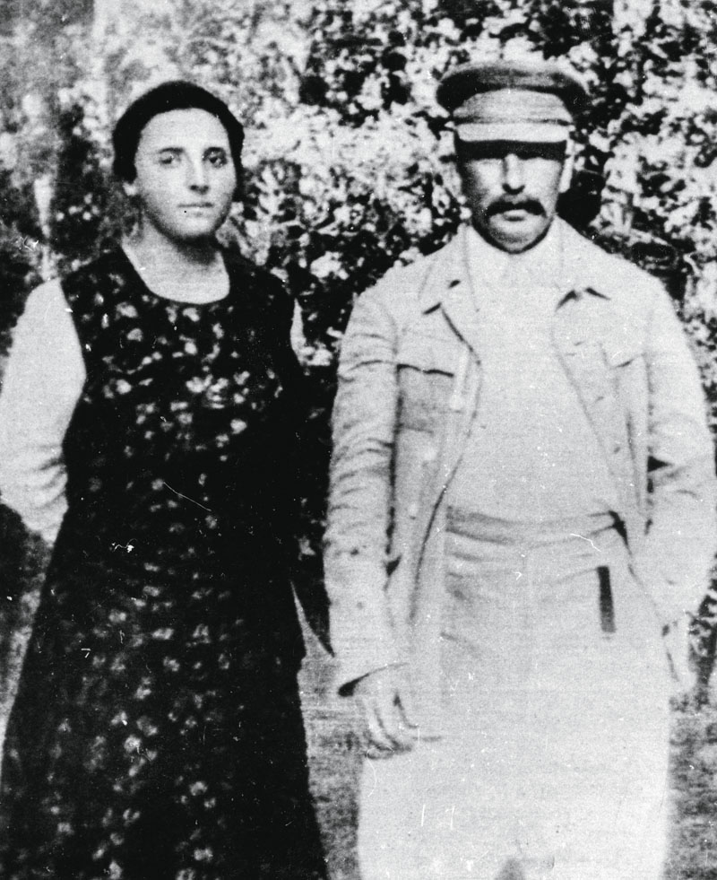 Soviet leader Josef Stalin with his second wife Nadezhda Alliluyeva, late 1920s. Nadezhda Alliluyeva (1901-1932) married Stalin (1879-1953) in 1919. Her death was officially attributed to appendicitis, but it is generally accepted that she committed suici (Photo by Fine Art Images/Heritage Images/Getty Images)