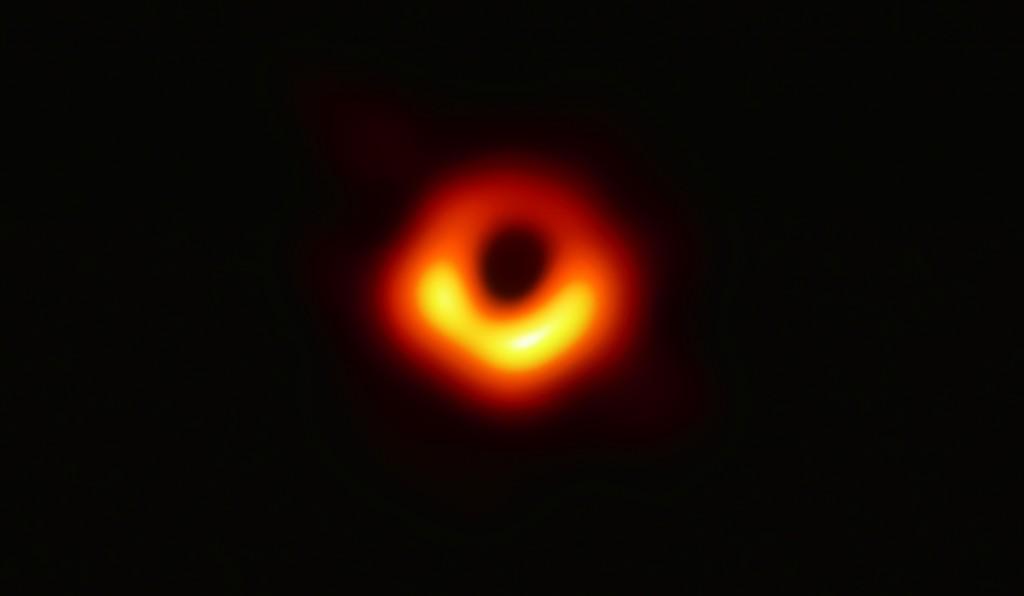 agujero negro primera imagen