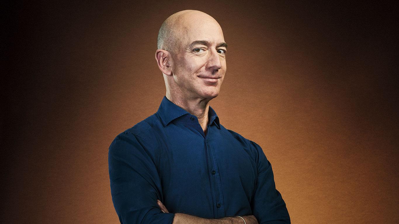 Jeff Bezos, el hombre que se ha hecho aún más rico con la pandemia, tiene un plan...