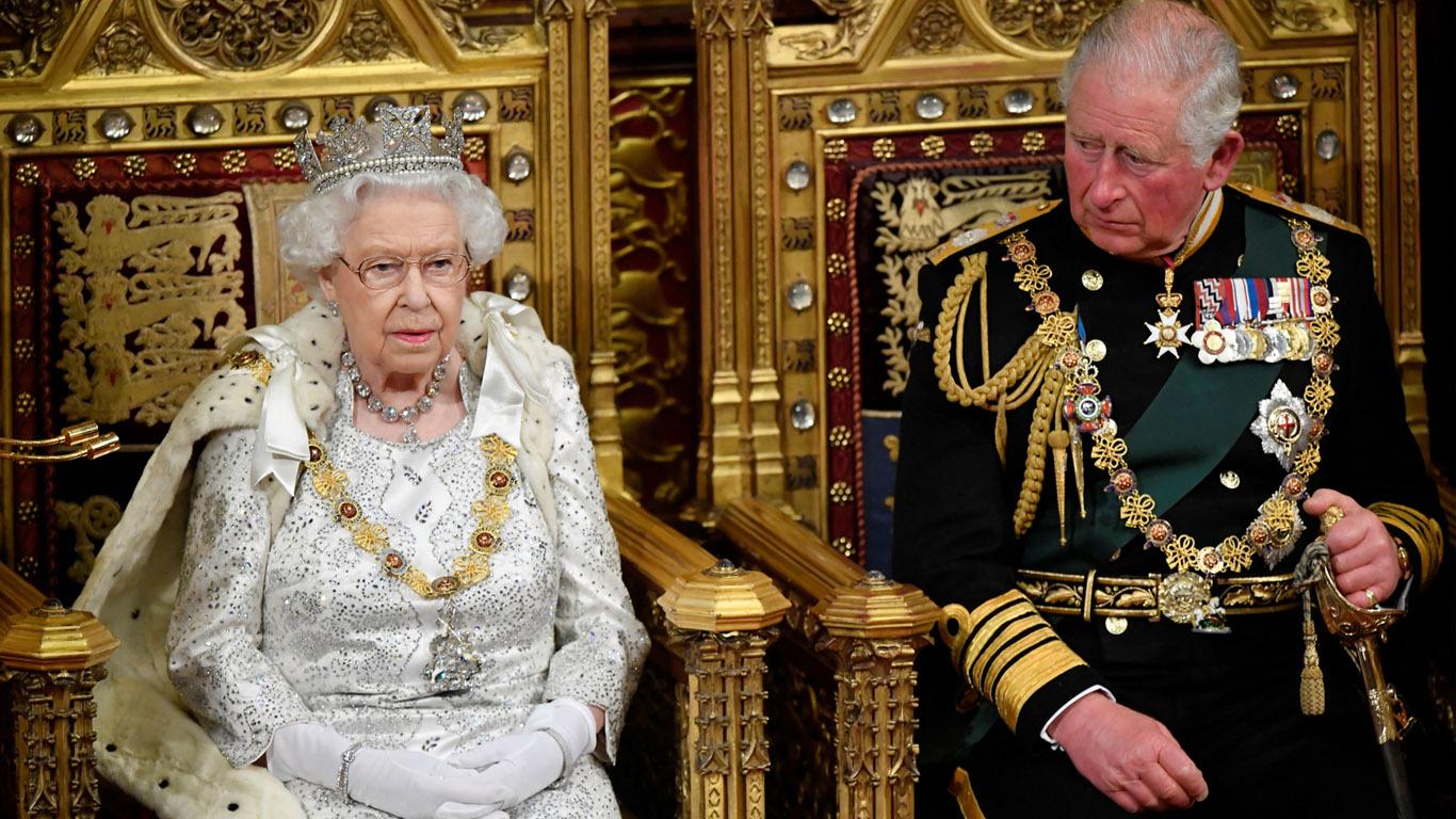 La reina Isabel II celebrará su 95 cumpleaños abdicando en su hijo Carlos  de Gales?